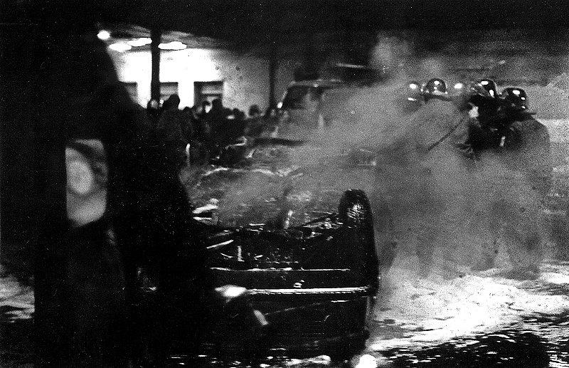 ausgebranntes Polizeifahrzeug